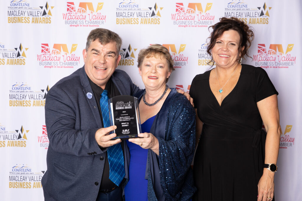 WINNER, EXCELLENCE IN TOURISM, ACCOMMODATION AND HOSPITALITY : Malt & Honey.Award presented bySue Fitzgerald, Macleay Argus